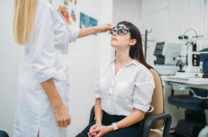 Оптический салон или офтальмологический кабинет — куда обратиться с нарушением зрения?