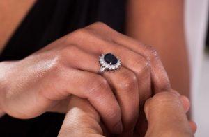 Угольные украшения. Интересное предложение на юбилейный подарок